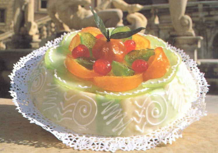 40% fat cream cheese mixed with sugar, iced with royal fondant icing and covred in candied fruit, topped with sugar icing. Fully compatible with the Atkins diet.