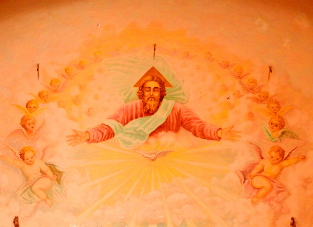 Jesus, above the altar of the Chiesa de Decollati. he is wearing a triangular halo and appears to be surrounded by severed heads. Angelic severed heads.
