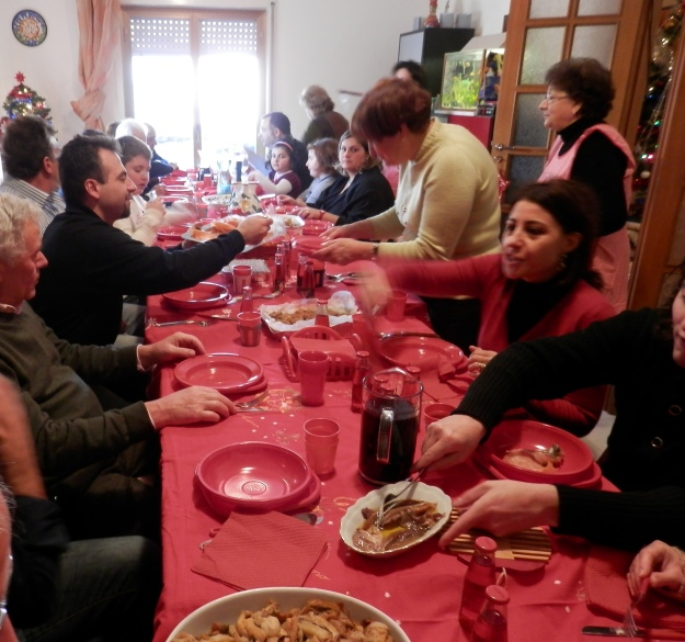 SicilianHousewife - A large Sicilian Family at Christmas