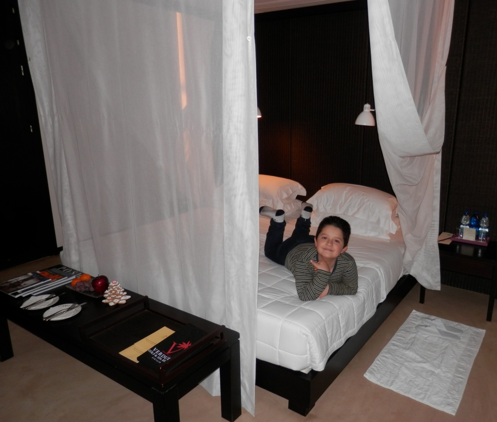 Sicilian Housewife - four poster bed