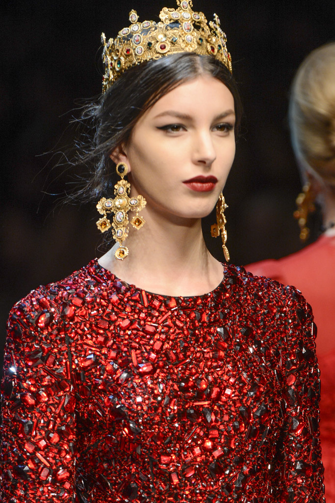 Dolce-Gabbana-Fall-Winter-2013-2014-Milán-Red-details-1