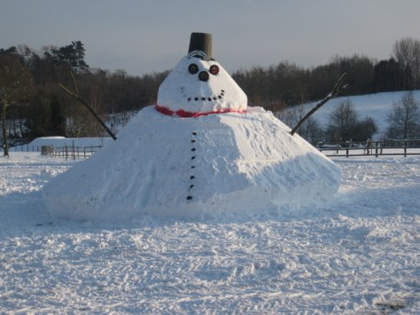 Priory_Farm_Snowman_-_South_Nutfield_-_geograph.org.uk_-_1652955